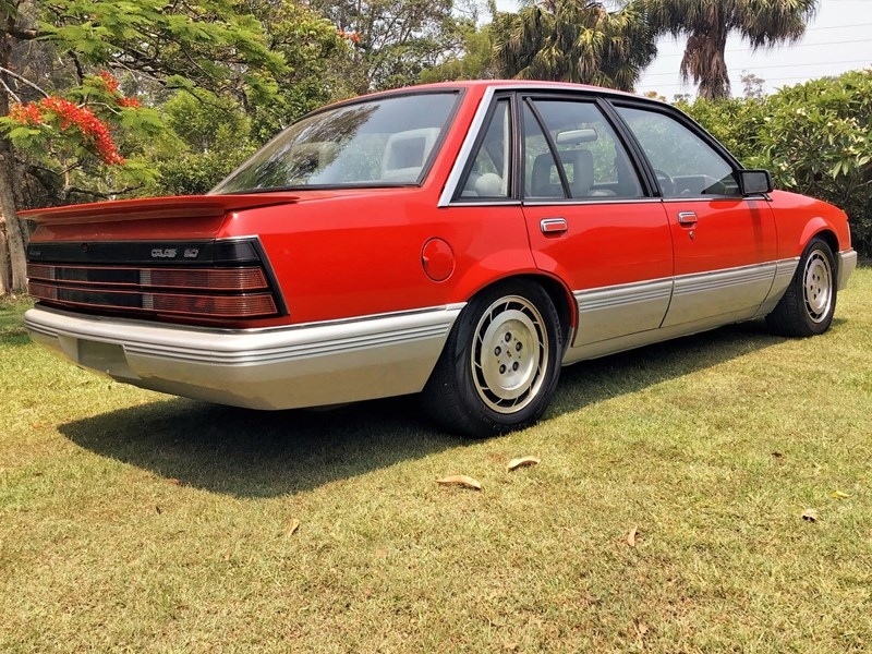 download Holden Commodore VK Calais workshop manual